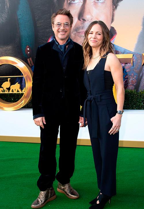 Robert Downey Jr đến cùng bà xã Susan Downey - nhà sản xuất của bộ phim Dolittle.