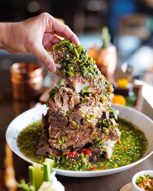 Laeng Saeb là một món ăn rất hot năm qua ở xứ sở chùa Vàng, được rất nhiều food blogger nổi tiếng thế giới ghé thăm.