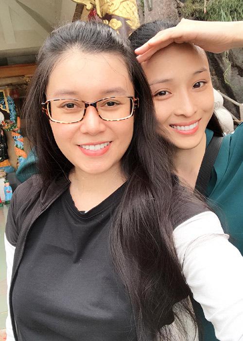 Đôi bạn thân vừa đi du lịch Núi Bà Đen ở Tây Ninh.