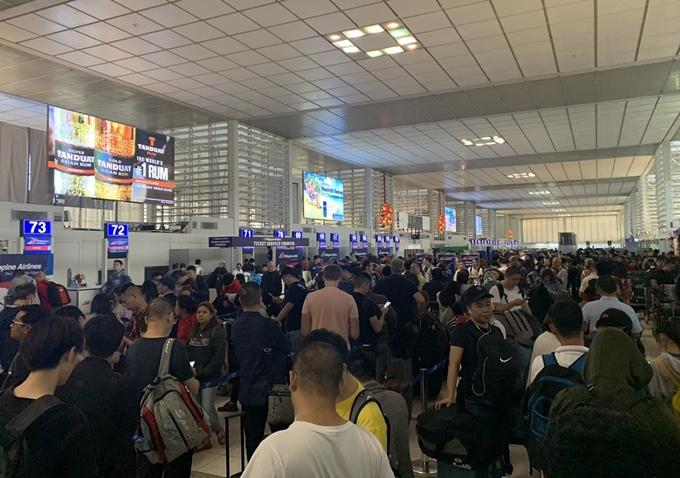 Tình hình ở sân bayQuốc tế Ninoy Aquino ngày 12/1. Ảnh Barnaby Lo