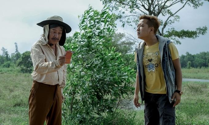 Trường Giang và Tấn Beo (trái) trong phim 30 chưa phải Tết.
