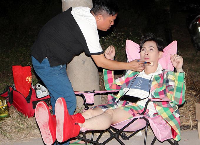 [Caption Make up : Xuân Nguyên ( Vàng Son ) - Xuân Hiếu . Phục trang : Ngô Quang Phong Coco & Papa .  Photo: Duy England - Trần Minh  Sản Xuất : Nguyên Vũ Production