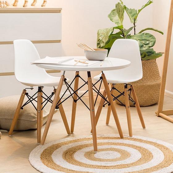 Bộ bàn tròn Eiffel trắng, hai ghế của thương hiệu IBIE có giá 2,037 triệu đồng, ưu đãi đến 40% trên Shop VnExpress. Mặt bàn làm từ chất liệu MDF cao cấp, chống thấm tốt.Khung đan chéo sơn tĩnh điện bền đẹp.Chân gỗ sồi chắc khỏe, chịu lực tốt.Bộ bàn tròn Eiffel trắng haighếphù hợp với nhiều phong cách nội thất,những nơi có diện tích nhỏ, cần tiết kiệm không gian. Kiểu dáng sang trọng, đẹp mắt, thích hợp để tiếp khách, làm bàn trà, bàn ăn... trong văn phòng, gia đình hoặc quán cà phê.Ghế Eamesđược làm từ nhựa PP mờ cao cấp. Bộ khung chân có kết cấu đan chéo vững chắn, độ cao phù hợp với các loại bàn thông dụng (75 cm).