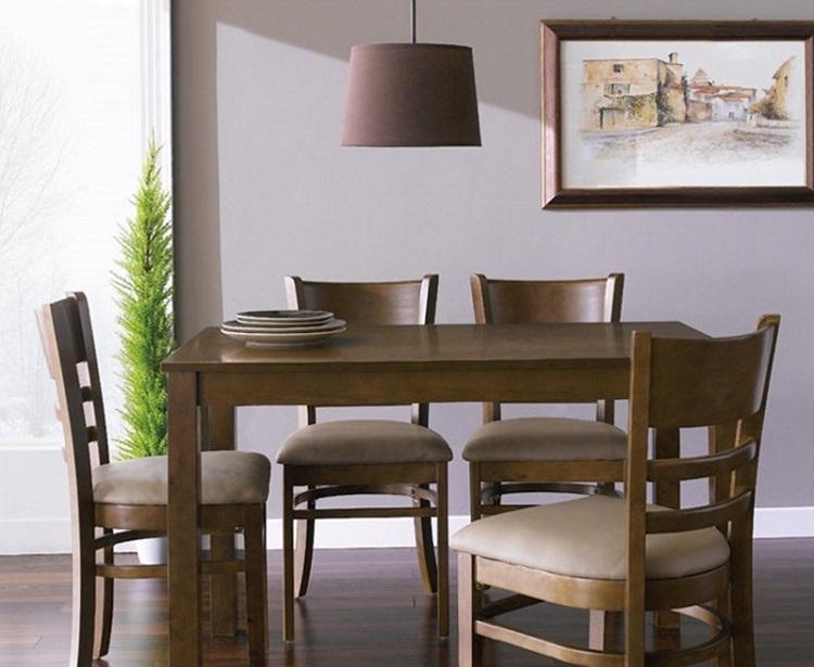 Bộ bàn ăn 4 ghế IBIE Ulsan làm từ gỗ cao su tự nhiên bền đẹp. Bộ sản phẩm gồm một bàn, 4 ghế, kích thước vừa đủ, không chiếm quá nhiều diện tích phòng ăn. Thiết kế mang phong cách Hàn Quốc truyền thống, phù hợp với căn hộ chung cư, các gia đình trẻ. Bàn và ghế màu antique (nâu gỗ đậm)  mang đến sự tinh tế, sang trọng pha lẫn nét hoài cổ.Ghế có nệm dày, vỏ bọc nệm similicao cấp, cùng tone với màu bàn, tạo cảm giác êm ái, thoải mát cho người ngồi. Sản phẩm có giá 2,715 triệu đồng, ưu đãi đến 40% trên Shop VnExpress.