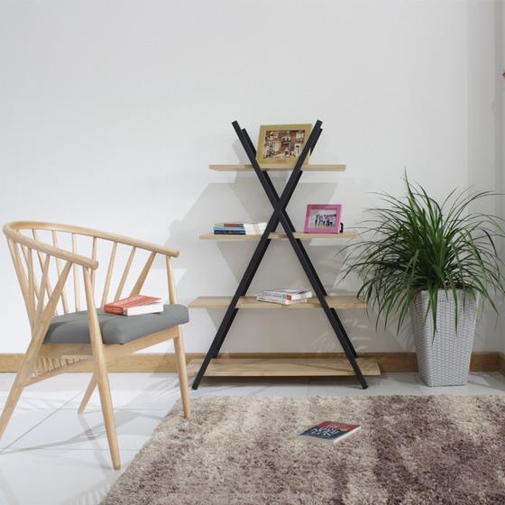 Kệ trang trí khung sắt Furnist Notus có thiết kếmô phỏng theo hình dáng của kim tự tháp Ai Cập.Notushiện là mẫu kệ gỗ khung sắt trang trí hợp với nhiều không gian trong nhà từ phòng ngủ, phòng khách đến phòng làm việc. Với kích thước ván gỗ tăng dần đều theo hướng từ trên xuống dưới, chia thành 4 tầng. Bạn có thể thoải mái đặt các vật dụng trang trí, bộ sách yêu thíchhoặcnhững tấm hình lưu giữ kỷ niệm.Kích thước kệ nhỏ gọn, cao1,55 m, ngang0,9 m vàrộng0,35 m. Sản phẩm có giá ưu đãi 22% trên Shop VnExpres, giảm còn 1,277 triệu đồng.