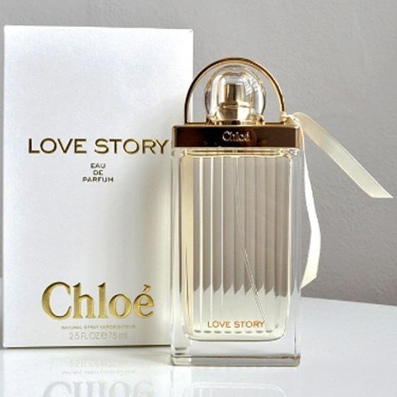 Nước hoa nữ Chloé Love Story EDP 75 ml là dòng nước hoa ra mắt vào tháng 9/2014. Love Story lấy cảm hứng từ những mối tình lãng mạn ở Paris và loạt ổ khóa tình yêu trên cây cầu Pont des Arts. Người sáng tạo ra dòng nước hoa này là nhà điều hương nổi tiếng Anne Flipo. Dòng nước hoa mang đến sự quyến rũ, tươi mới với hương hoa cỏ đậm đà, tạo cảm giác thuần khiết, được thiết kế để phù hợp với phong cách giản dị, tự nhiên, năng động nhưng vẫn đầy sức hút. Love Story mở đầu với tinh dầu hoa cam pha lẫn với tinh chất hoa cam quyến rũ và  hoa lài trâu. Love Story được đánh giá là mùi hương dễ chịu, lý tưởng cho mùa xuân khi tiết trời bắt đầu thay mới đầy tươi tắn và ấm áp. Sản phẩm có giá 2,212 triệu đồng, ưu đãi 30% trên Shop VnExpress.