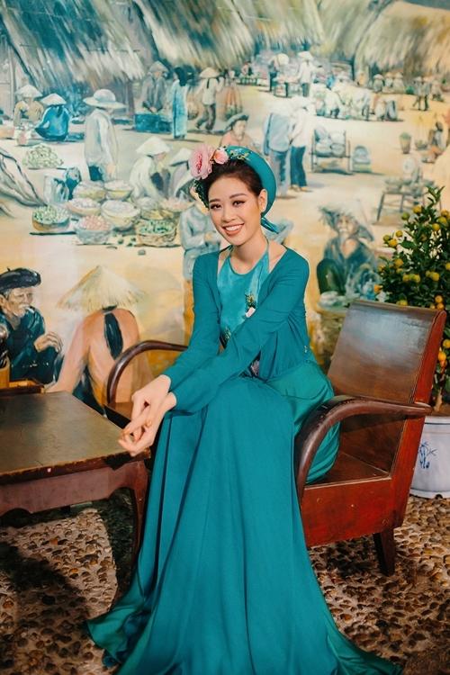 Hoa hậu Khánh Vân diện áo yếm duyên dáng.