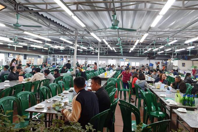 Một quán bia trên đường Trần Thái Tông, quận Cầu Giấy vắng khách sau khi nghị định 100 của CP được ban hành. Ảnh: Ngoan Nguyễn.