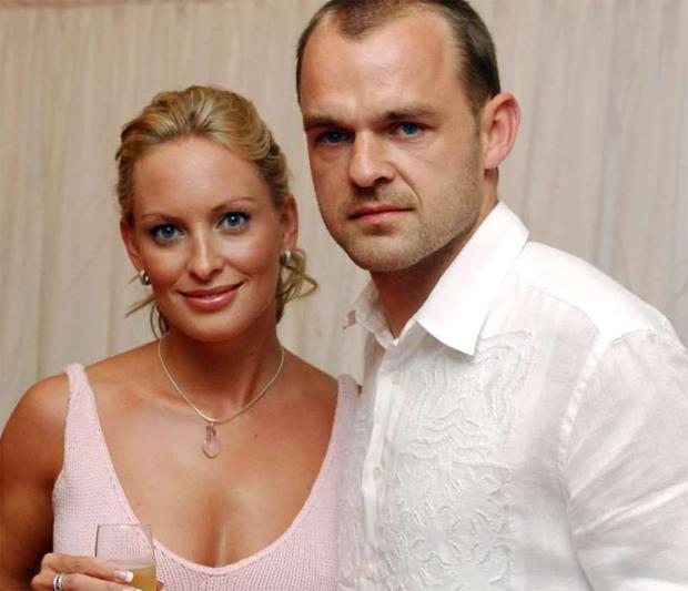 Cựu sao Liverpool bên vợ cũ Joanna Taylor.