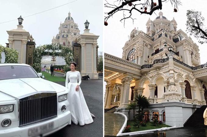 Cô dâu bên tòa lâu đài của gia đình.