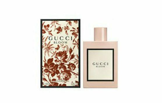 Gucci Bloom, như tên gọi của nó, được chiết xuất từ hương thơm phong phú của một khu vườn đầy sức sống, với tràn ngập các loài hoa: hoa huệ, hoa nhài, rễ cây diên vĩ, hoa đào chuông - để tạo ra một mùi hương độc đáo, đưa người dùng đến với khu vườn tưởng tượng. Sản phẩm của Pháp, dạng chấm, thể hiện dấu ấn, sức sống và sự đa dạng của phụ nữ. Nhà sản xuất lưu ý, nên bảo quản sản phẩm nơi khô thoáng, dùng sau khi tắm để có độ lưu hương tốt nhất. Lọ thủy tinh 5 ml, hạn sử dụng đến 1/2022 có giá 500 nghìn đồng, đang được giảm 10% trên Store Ngôi sao, còn 450.000 đồng.