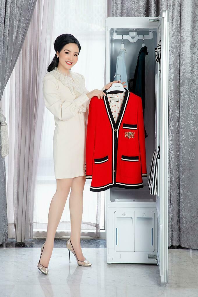 Giáng My tự tin giao phó nhiệm vụ chăm sóc những chiếc áo khoác cao cấp của mình cho Styler
