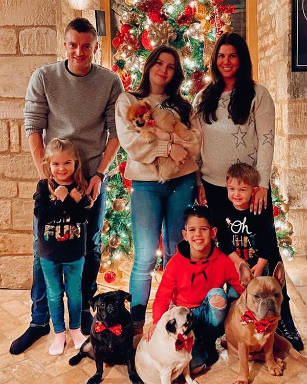Rebekah vẫn kịp đón Giáng sinh với chồng con trước khi đi đẻ