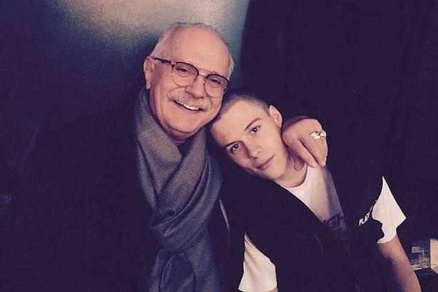 Andrei Bakov - bạn trai của Ksenia (phải) bên ông nội là đạo diễn Nikita Milhalkov.