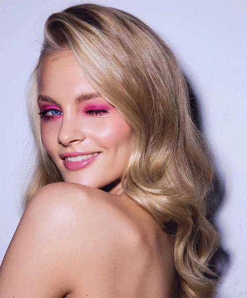 Người mẫu Ksenia Puntus.