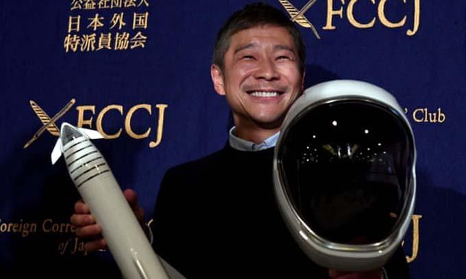 Tỷ phú Maezawa muốn tìm bạn gái từ bây giờ để cùng ông đồng hành chuyến bay tới Mặt trăng vào năm 2023. Ảnh: AFP.