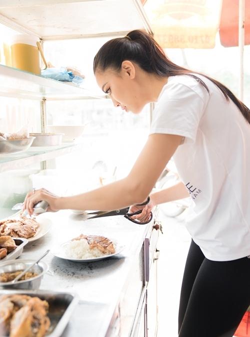 Quán ăn không chỉ mang đến nguồn thu nhập. Đây còn là nơi gia đình cô làm việc, quây quần bên nhau.