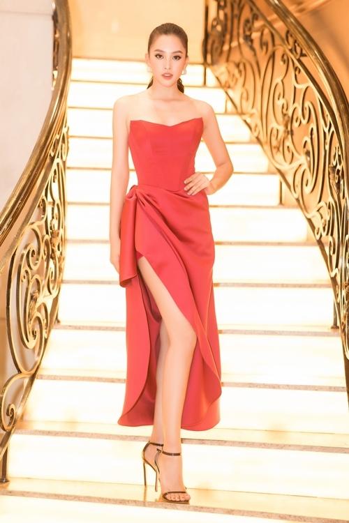 Hiện Tiểu Vy nằm trong danh sách đề cử Mỹ nhân của năm thuộc giải thưởng Ngôi sao của năm do báo Ngoisao.net tổ chức.
