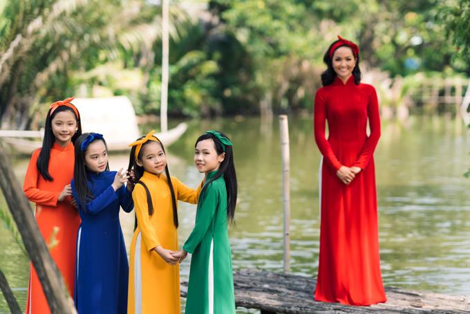 HHen Niê diện áo dài Thuận Việt - 3