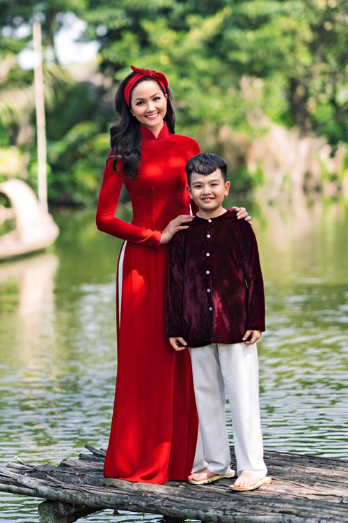 HHen Niê diện áo dài Thuận Việt - 4
