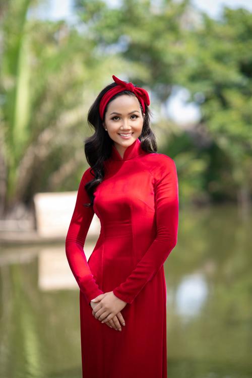HHen Niê diện áo dài Thuận Việt - 5