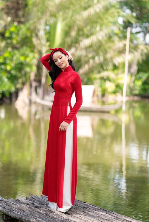 HHen Niê diện áo dài Thuận Việt - 6