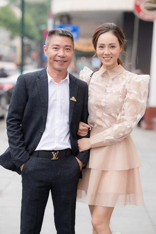NSND Công Lý và bạn gái Ngọc Hà tại buổi kỷ niệm 60 năm thành lập Nhà hát kịch Hà Nội.