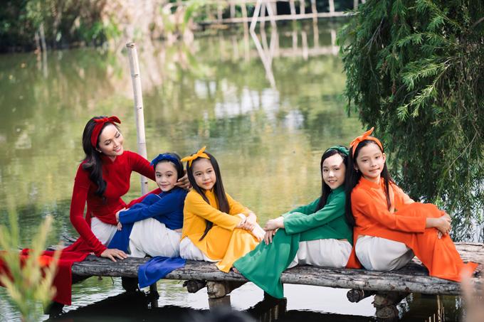 HHen Niê diện áo dài Thuận Việt