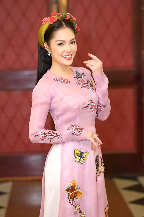 Khép lại một năm có nhiều phim chiếu truyền hình, Dương Cẩm Lynh mong muốn hoạt động sôi nổi trong lĩnh vực dẫn chương trình, ca hát, làm khách mời gameshow bên cạnh nghề diễn viên, mang tới hình ảnh nghệ sĩ đa năng. Năm 2020, cô sẽ giảm bớt việc đóng phim để đầu tư cho một số dự án cá nhân.