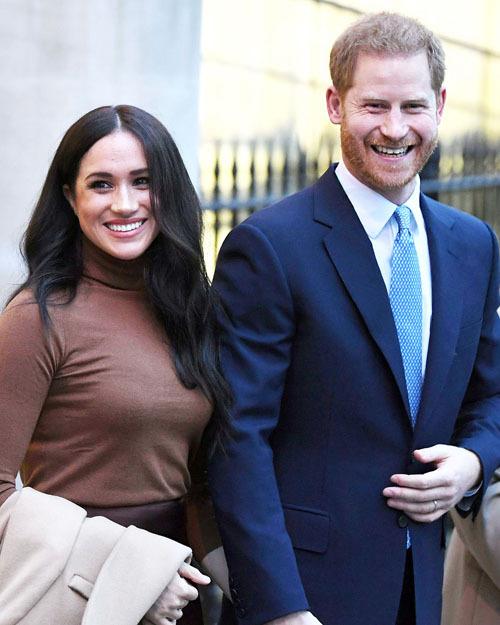 Vợ chồng Hoàng tử Harry được hoàng gia chấp thuận nguyện vọng rút khỏi vai trò thành viên cấp cao và đi về giữa Anh - Bắc Mỹ. Ảnh: US Magazine.