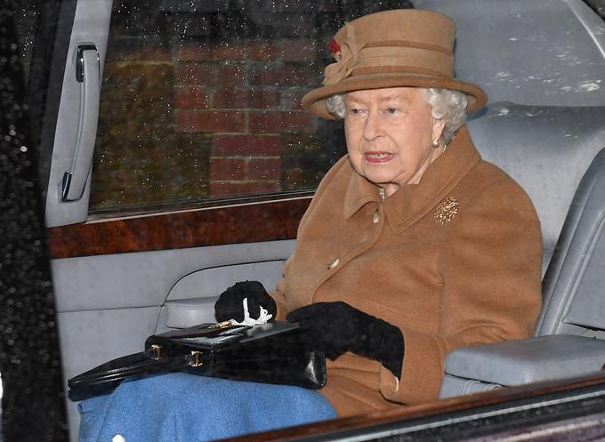 Nữ hoàng Anh đi nhà thờ hôm 12/1. Ảnh: James Whatling.