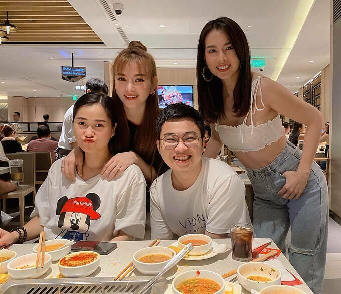 Thu Thủy tụ tập ăn uống cùng Lâm Vỹ Dạ, diễn viên Anh Thư và những người bạn.