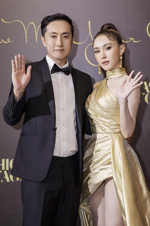 Hot girl Kelly đi cùng bạn trai người Hàn Quốc. Cặp đôi đã yêu nhau ba năm và thường xuyên tay trong tay tại các sự kiện giải trí.
