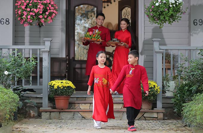 MV tái hiện không khí rộn ràng chuẩn bị Tết của một gia đình ở Hà Nội.