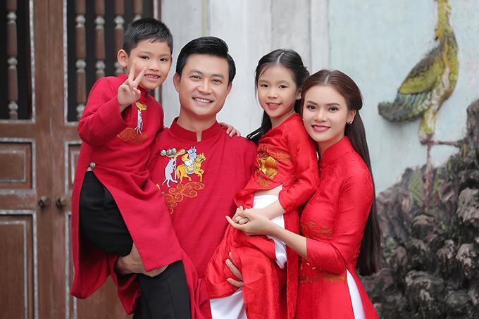 Phạm Phương Thảo ngẫu hứng nghĩ đến chuyện làm MV này trước Tết đúng một tháng. Mọi công đoạn đều được thực hiện gấp rút, hai cháu ruột đóng vai các con của cô trong MV.