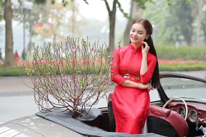 Bài hát Em ra phố mùa xuân cũng là sáng tác của chính cô từ năm 2017.