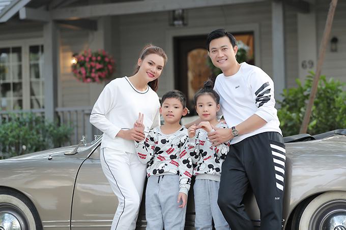 Trong khi đó, bé trai tên ở nhà là Khoai, là con trai của anh ruột Phạm Phương Thảo. Cậu bé được người nhà đưa từ Nghệ An ra Hà Nội đóng MV vào cuối tuần và trở về ngay để tiếp tục đi học. Nữ ca sĩ có bảy đứa cháu, trong đó Khoai và Nem là nhỏ tuổi nhất, đều rất thần tượng cô.