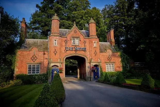 Mere Golf Resort & Spa ở Knutsford được cho là nơi diễn ra bữa tiệc của các cầu thủ Man City với dàn người đẹp.