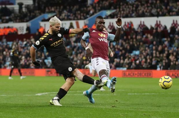 Aguero là người hùng của Man City trong trận thắng đậm Aston Villa với cú hattrick.