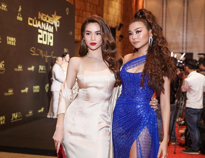 Siêu mẫu hội ngộ bạn thân Hồ Ngọc Hà (trái) trên thảm đỏ.