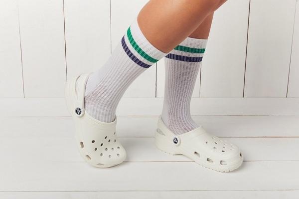 Sản phẩm của Crocs luôn đa dạng kiểu dáng, màu sắc và trong các bộ sưu tập này,không thể thiếu Crocs Classic Clog, dòng dép sục kinh điển làm nên thương hiệu toàn cầu của Crocs.