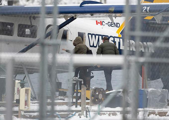 Meghan lên thuỷ phi cơ hôm 14/1. Ảnh: Backgrid.