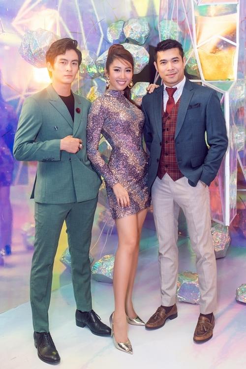 Cũng tại sự kiện, Thúy Ngân có dịp hội ngộ ca sĩ - diễn viên Trương Thế Vinh (phải) và diễn viên Lãnh Thanh.