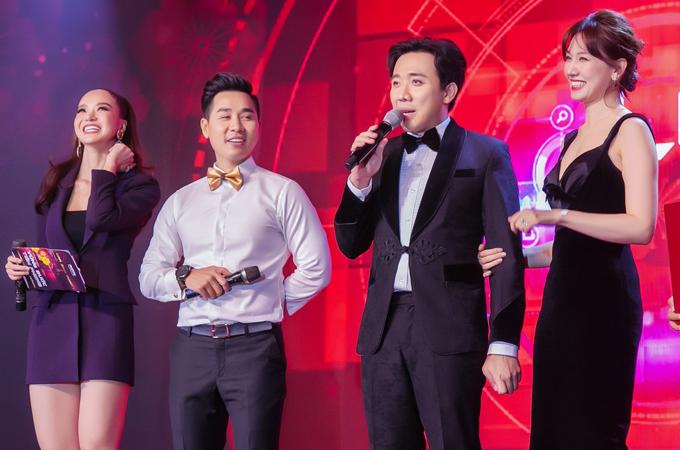 Vợ chồng Trấn Thành - Hari Won là khách mời trong tiệc tất niên của gia đình chồng Tăng Thanh Hà.