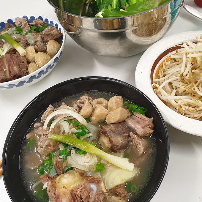 Mâm cơm đầy đủ món Việt của sinh viên xa xứ - 3