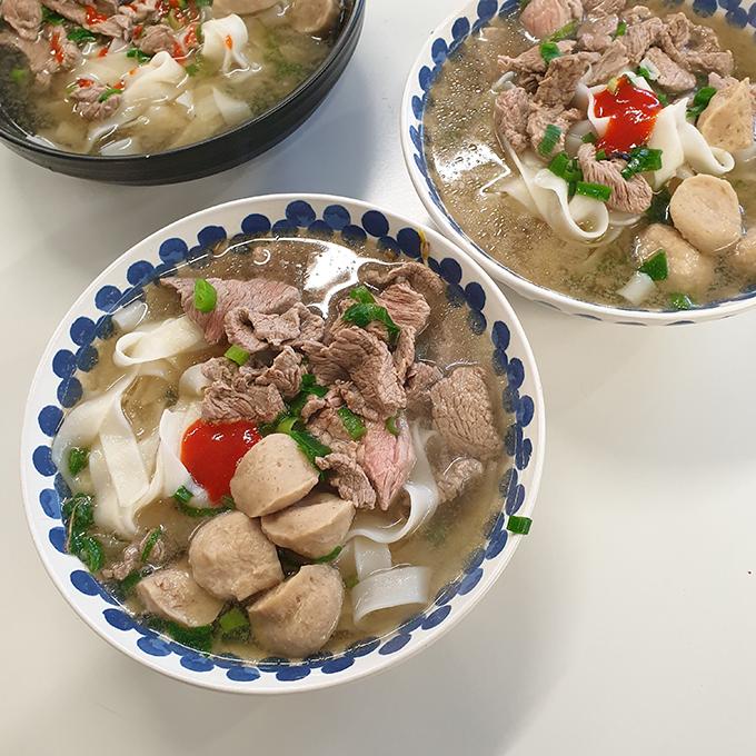 Mâm cơm đầy đủ món Việt của sinh viên xa xứ - 5