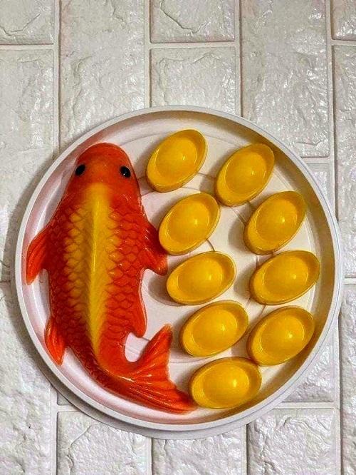 Ngoài ra, cá chép giả được làm từ các loại bánh như bánh tổ, bánh bông lan, thạch rau câu, bột đậu xanh,... cũng được nhiều khách hàng hỏi mua. (Ảnh: Nhân vật cung cấp).