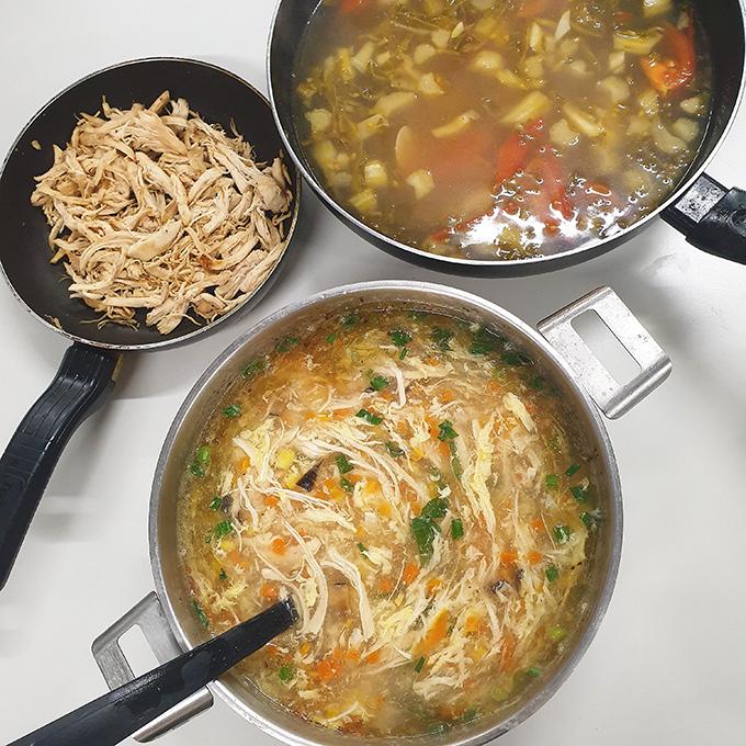 Mâm cơm đầy đủ món Việt của sinh viên xa xứ - 9