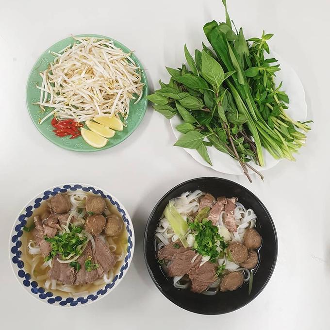 Mâm cơm đầy đủ món Việt của sinh viên xa xứ - page 2