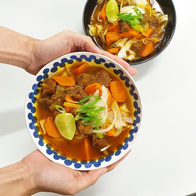 Mâm cơm đầy đủ món Việt của sinh viên xa xứ - page 2 - 9